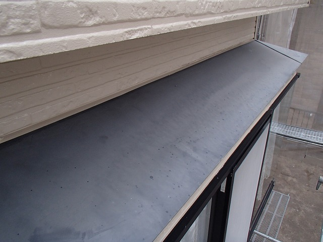 下屋根塗装前の状態