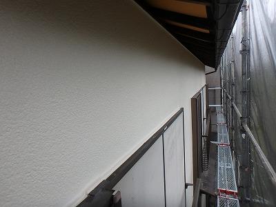 鶴ヶ島市で伸縮性のある【EC-5000PCM-IR】で外壁塗装、木部軒天塗装を行いました。