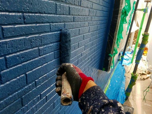 埼玉県上尾市で外壁塗装中の中塗り