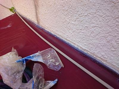 蕨市外壁ヒビ補修、ひさしの継ぎ目補修