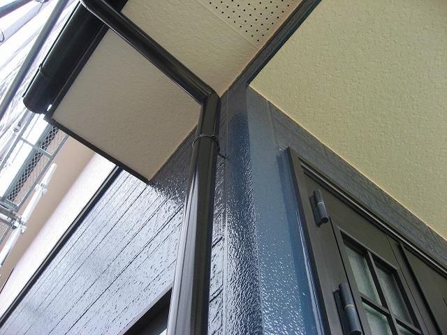 玄関周りの塗装と雨樋の塗装