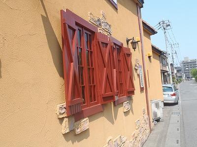 窓回りも九部分の塗装完成の状態