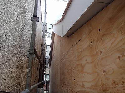 さいたま市 モルタル外壁撤去後ベニヤ張替えの様子