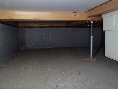 基礎の内部を防蟻塗装