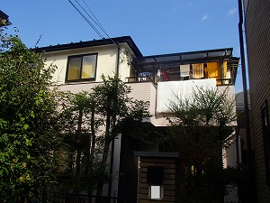 外壁塗装や屋根塗装が完成した外観